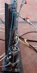 Cyclic test on a component of a motorcycle suspension