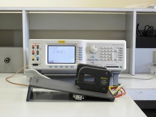 Calibratore elettrico multifunzione